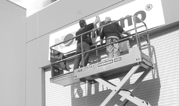 Adelaide signage, sign installation, Trio sign solutions installs large sign in Adelaide